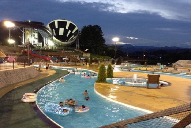 真夏の夜はプールデート!? 東京のおすすめナイトプール!