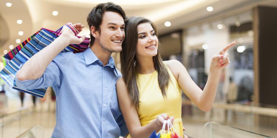o-man-woman-shopping-facebook